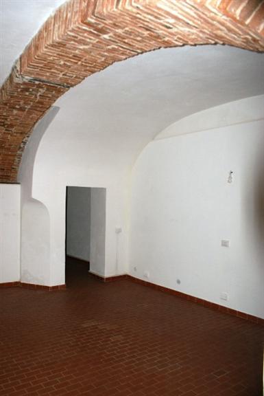 Immobile Commerciale in affitto a Sarzana, 3 locali, prezzo € 600 | Cambio Casa.it