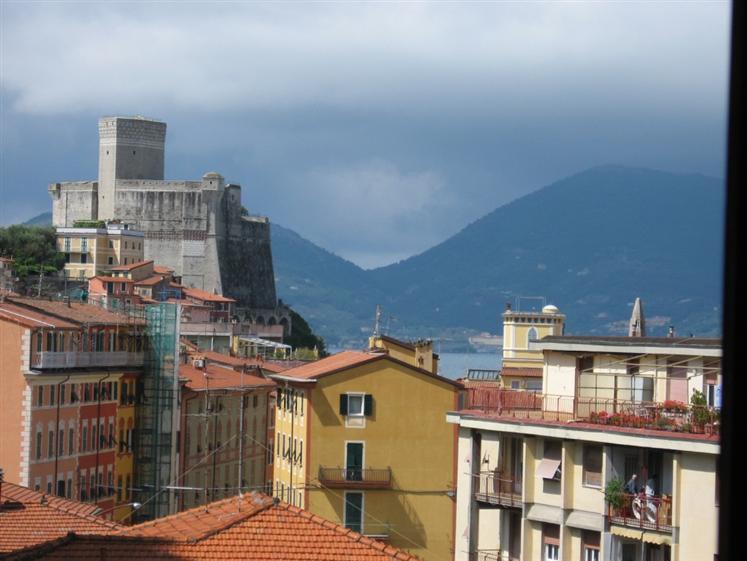 Appartamento in vendita a Lerici, 4 locali, prezzo € 280.000 | CambioCasa.it