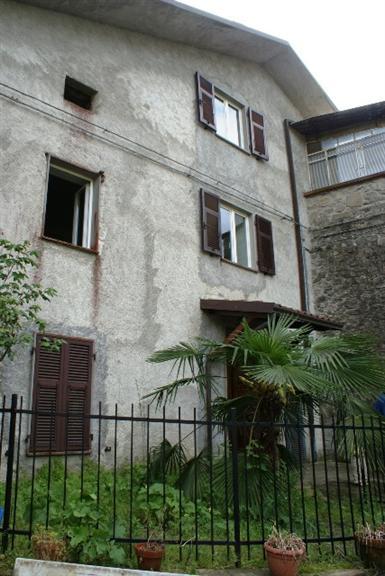 Soluzione Indipendente in vendita a Tresana, 5 locali, zona Località: TAVELLA, prezzo € 150.000 | CambioCasa.it