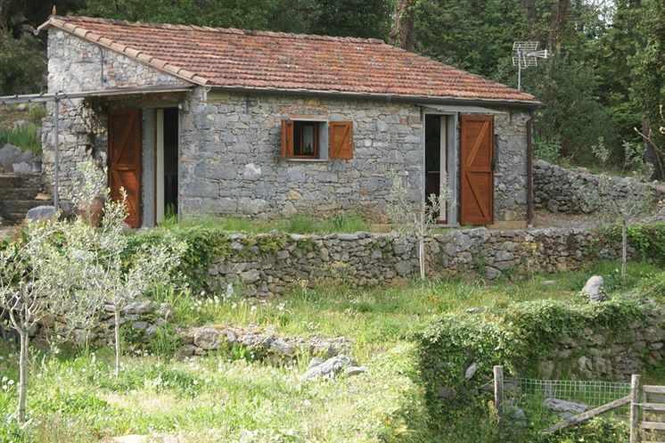 Rustico casale lerici cerca rustici casali a lerici for Cabine di montagna della california in vendita