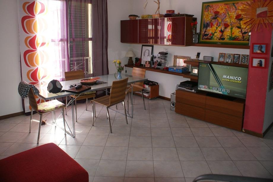 Appartamento in vendita a Fosdinovo, 6 locali, zona Zona: Caniparola, prezzo € 180.000 | CambioCasa.it