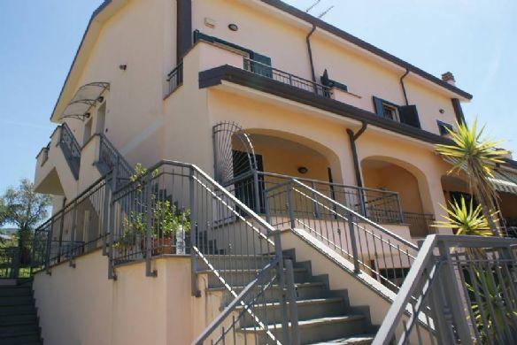 Appartamento in vendita a Santo Stefano di Magra, 4 locali, zona Località: GIOVANNELLI, prezzo € 213.000 | CambioCasa.it