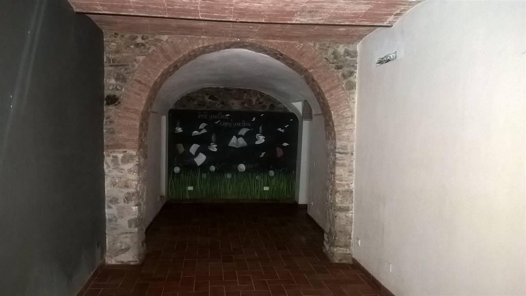 Immobile Commerciale in vendita a Sarzana, 4 locali, zona Località: CENTRO STORICO, prezzo € 250.000 | CambioCasa.it