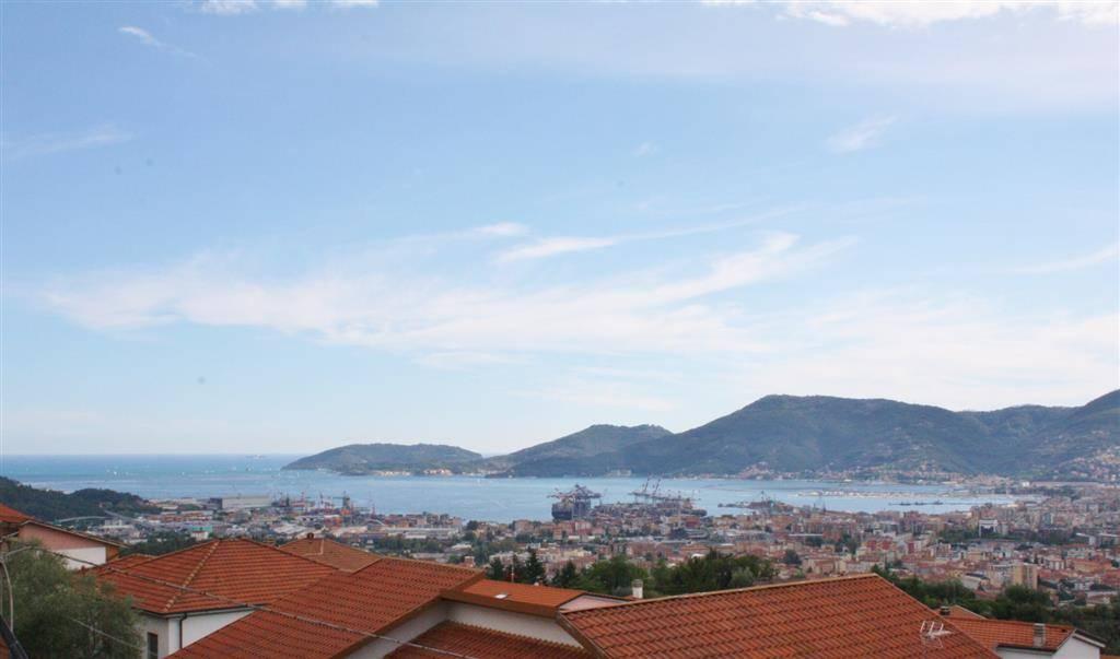 Appartamento in vendita a Vezzano Ligure, 4 locali, zona Zona: Carozzo, prezzo € 240.000 | CambioCasa.it