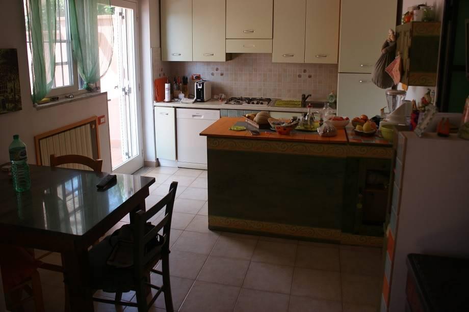 Appartamento in vendita a Ortonovo, 7 locali, zona Zona: Luni Scavi, prezzo € 280.000 | Cambio Casa.it