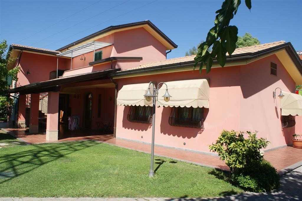 Villa in vendita a Castelnuovo Magra, 8 locali, zona Zona: Colombiera, prezzo € 1.000.000 | Cambio Casa.it