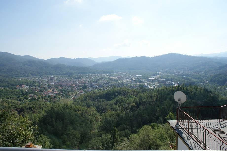 Appartamento in vendita a Brugnato, 4 locali, prezzo € 89.000 | CambioCasa.it
