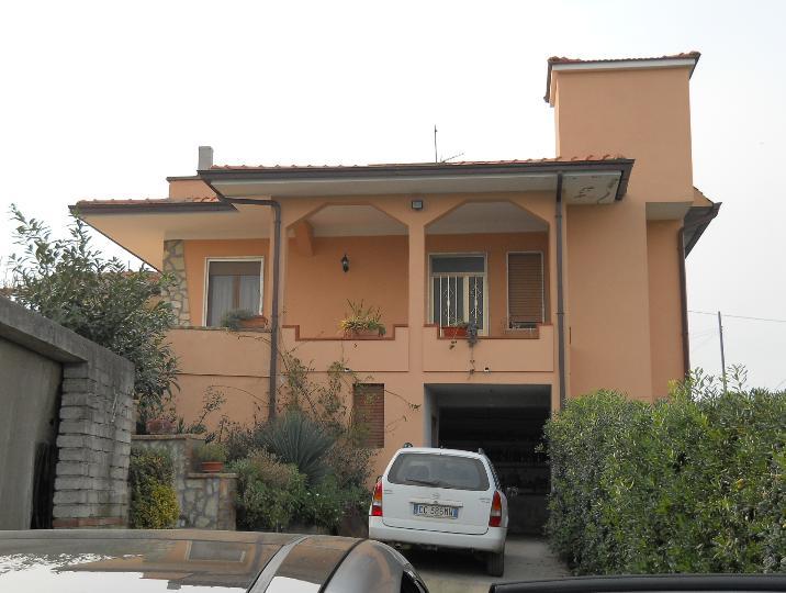 Villa in vendita a Sessa Aurunca, 7 locali, prezzo € 160.000 | Cambio Casa.it
