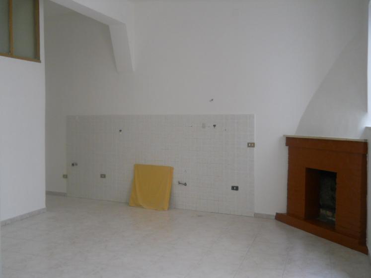 Appartamento in vendita a Sessa Aurunca, 5 locali, prezzo € 78.000 | Cambio Casa.it