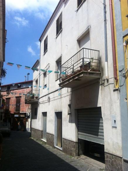 Soluzione Indipendente in vendita a Sessa Aurunca, 10 locali, prezzo € 110.000 | Cambio Casa.it