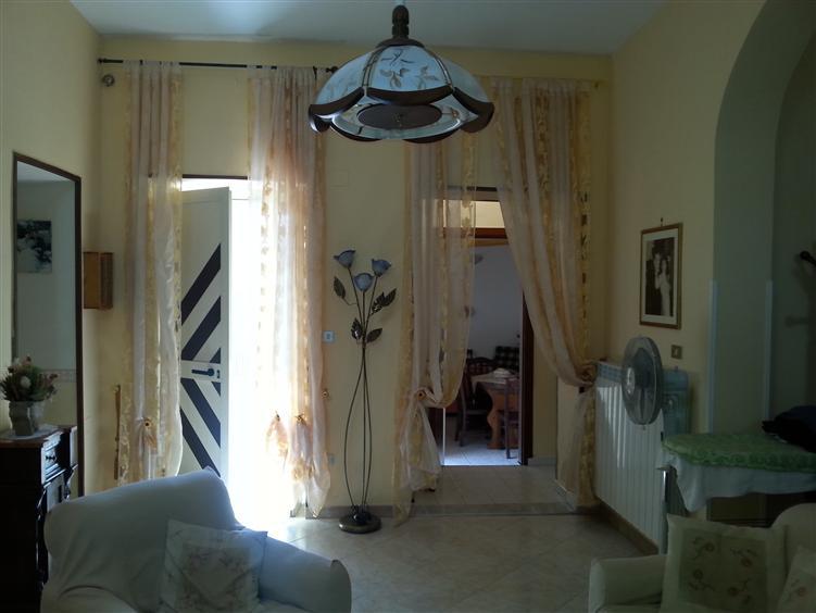 Villa in vendita a Carinola, 4 locali, zona Zona: Nocelleto, prezzo € 130.000 | Cambio Casa.it