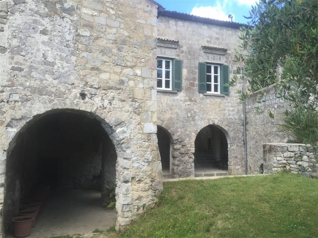 Villa in vendita a Teano, 13 locali, zona Località: CASAMOSTRA, prezzo € 195.000 | Cambio Casa.it