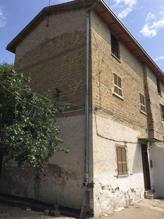 Villa in vendita a Sessa Aurunca, 6 locali, prezzo € 200.000   CambioCasa.it