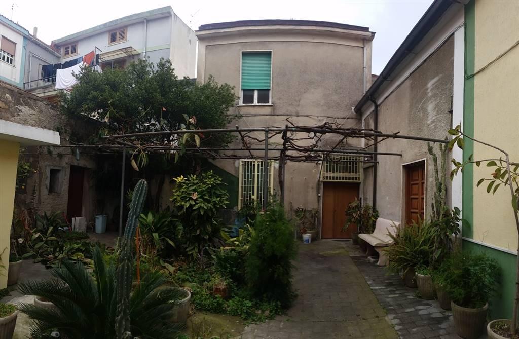 Casa semi indipendente a CASTEL SAN GIORGIO 200 Mq | 10 Vani | Giardino 200 Mq