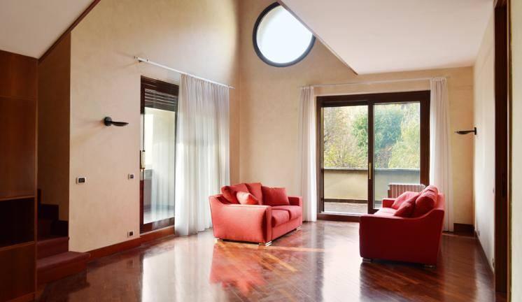 Appartamento in Vendita a Monza: 4 locali, 310 mq