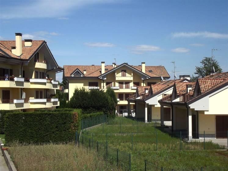 Appartamento in vendita a Usmate Velate, 3 locali, zona Zona: Usmate, prezzo € 145.000 | Cambio Casa.it