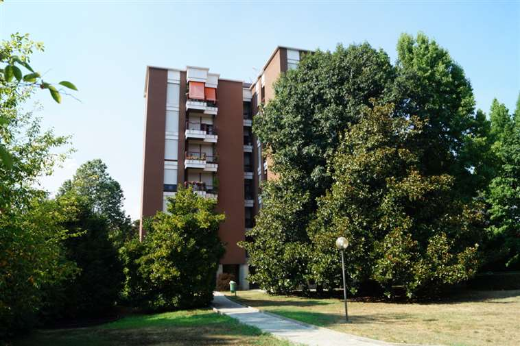 Appartamento in vendita a Monza, 4 locali, zona Zona: 3 . Via Libertà, Cederna, San Albino, prezzo € 355.000   Cambiocasa.it