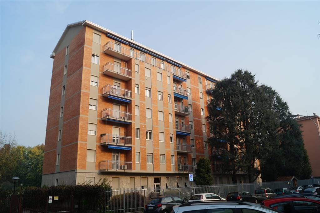 Appartamento in Affitto a Monza: 2 locali, 70 mq