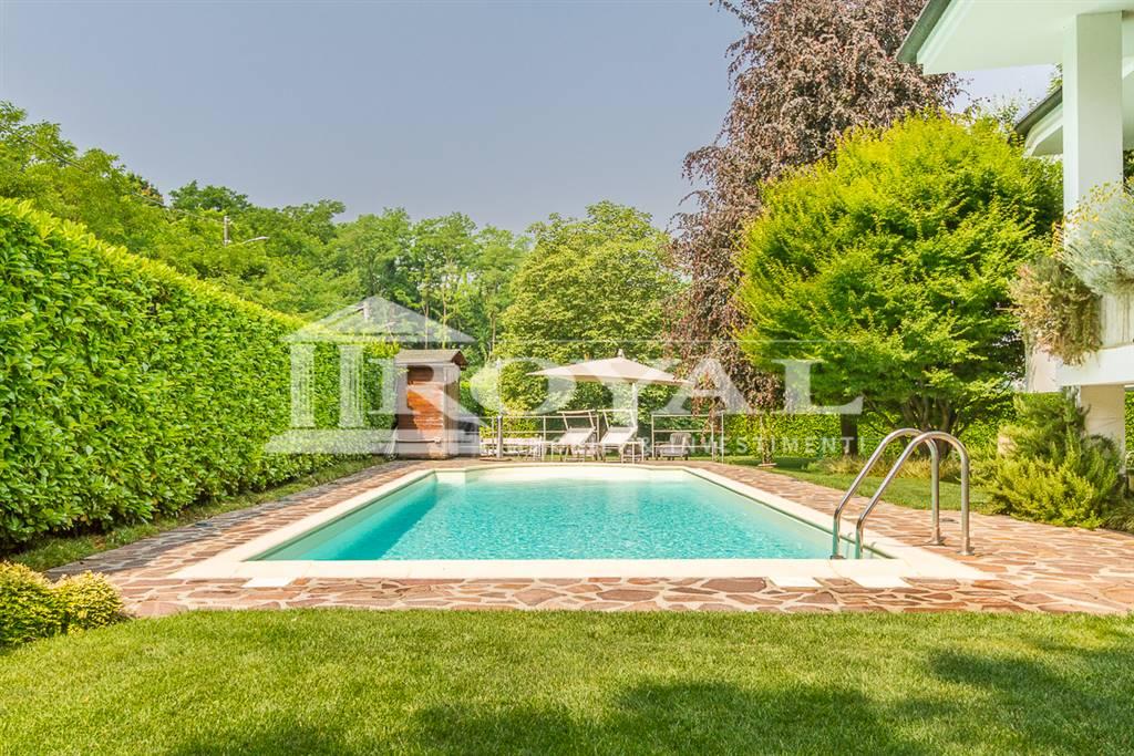 Villa in Vendita a Ronco Briantino: 5 locali, 290 mq
