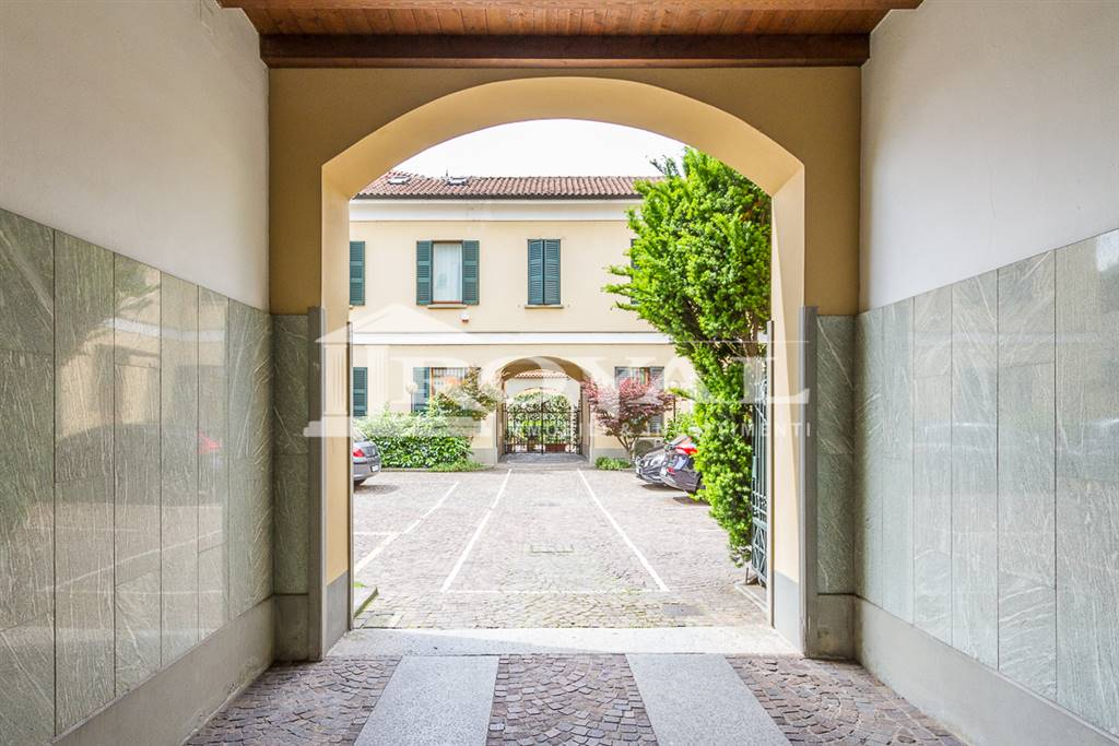 Ufficio-studio in Affitto a Monza: 2 locali, 65 mq