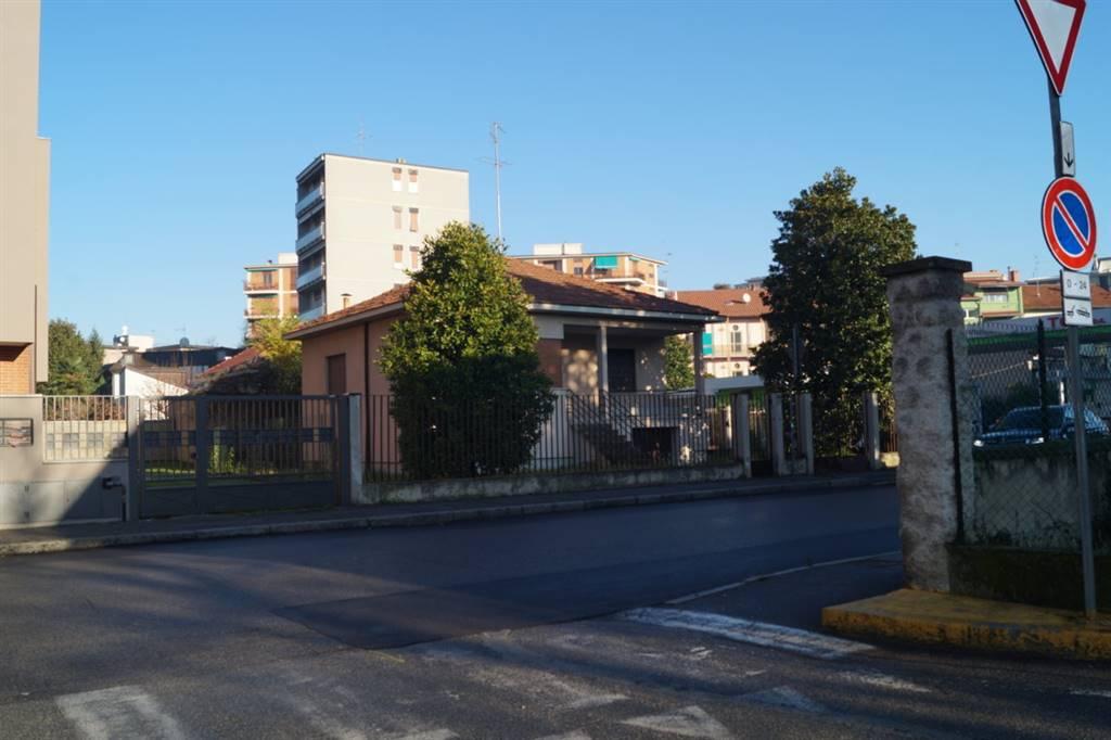 Villa in Vendita a Monza: 3 locali, 188 mq