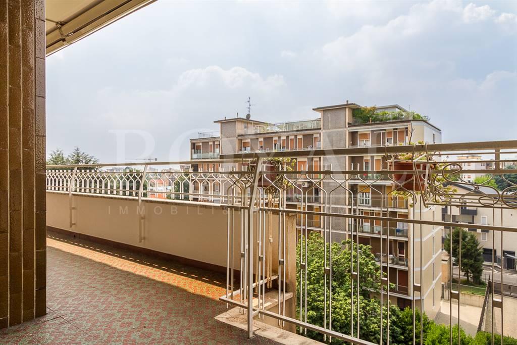 Appartamento in Affitto a Monza: 2 locali, 92 mq