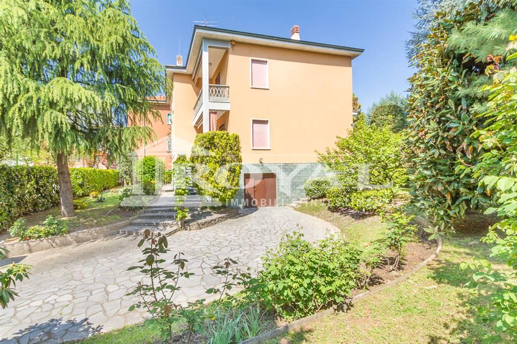 Villa in Vendita a Cinisello Balsamo: 5 locali, 315 mq