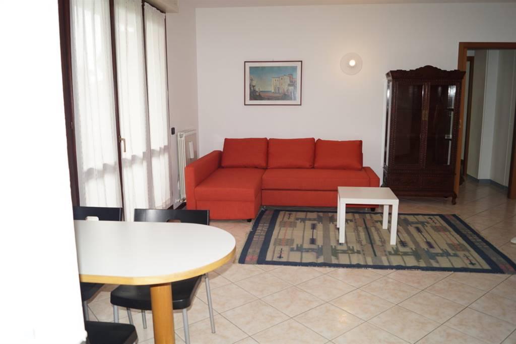Appartamento in Affitto a Biassono: 2 locali, 75 mq