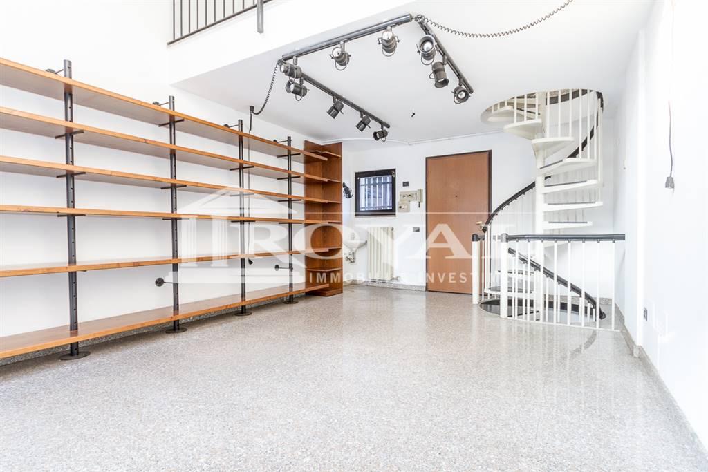 Negozio-locale in Affitto a Monza: 1 locali, 80 mq