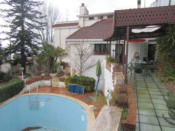 Villa in vendita a Salerno, 8 locali, zona Località: GIOVI, Trattative riservate | Cambio Casa.it
