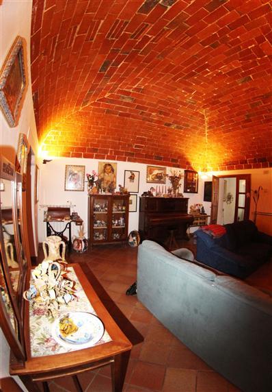 Appartamento in affitto a Castagneto Carducci, 6 locali, zona Località: CENTRO DEL BORGO, prezzo € 600 | Cambio Casa.it