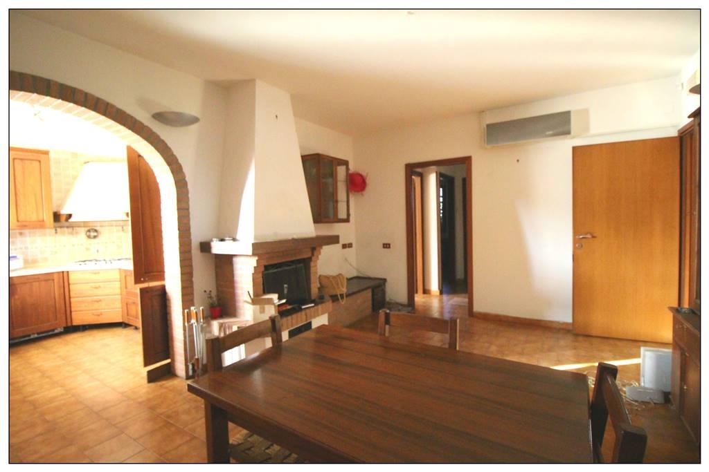 Soluzione Indipendente in affitto a Castagneto Carducci, 6 locali, zona Zona: Donoratico, prezzo € 650 | Cambio Casa.it