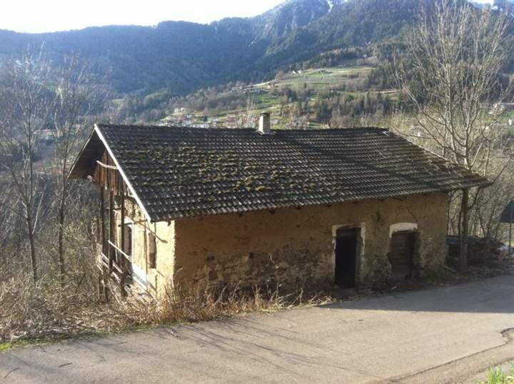 Soluzione Indipendente in vendita a Fierozzo, 11 locali, zona Zona: San Francesco, prezzo € 95.000 | CambioCasa.it