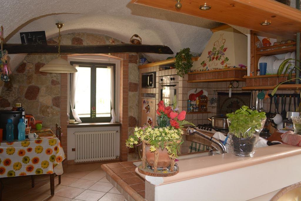 Appartamento in vendita a Levico Terme, 8 locali, zona Zona: Selva, prezzo € 230.000 | Cambio Casa.it