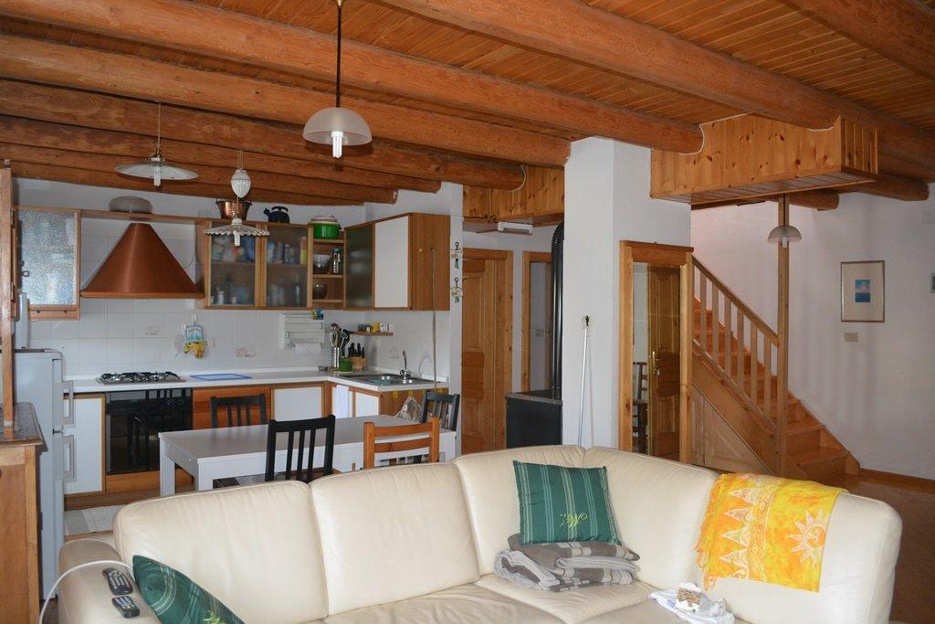 Casa baselga di pin appartamenti e case in vendita for 3 piani di garage per auto con stanza bonus