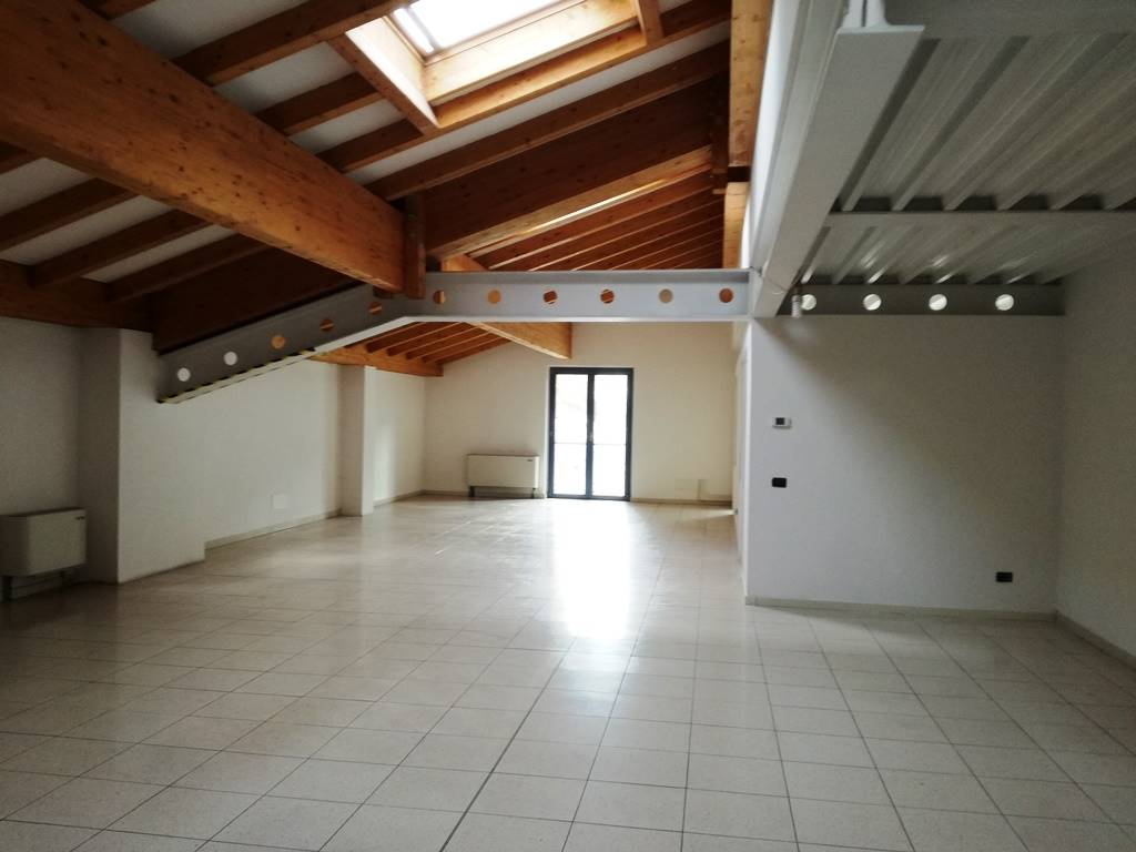 Ufficio / Studio in affitto a Pergine Valsugana, 2 locali, prezzo € 1.200 | Cambio Casa.it