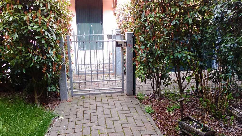 Villa a schiera, Prato, Correggio, ristrutturata