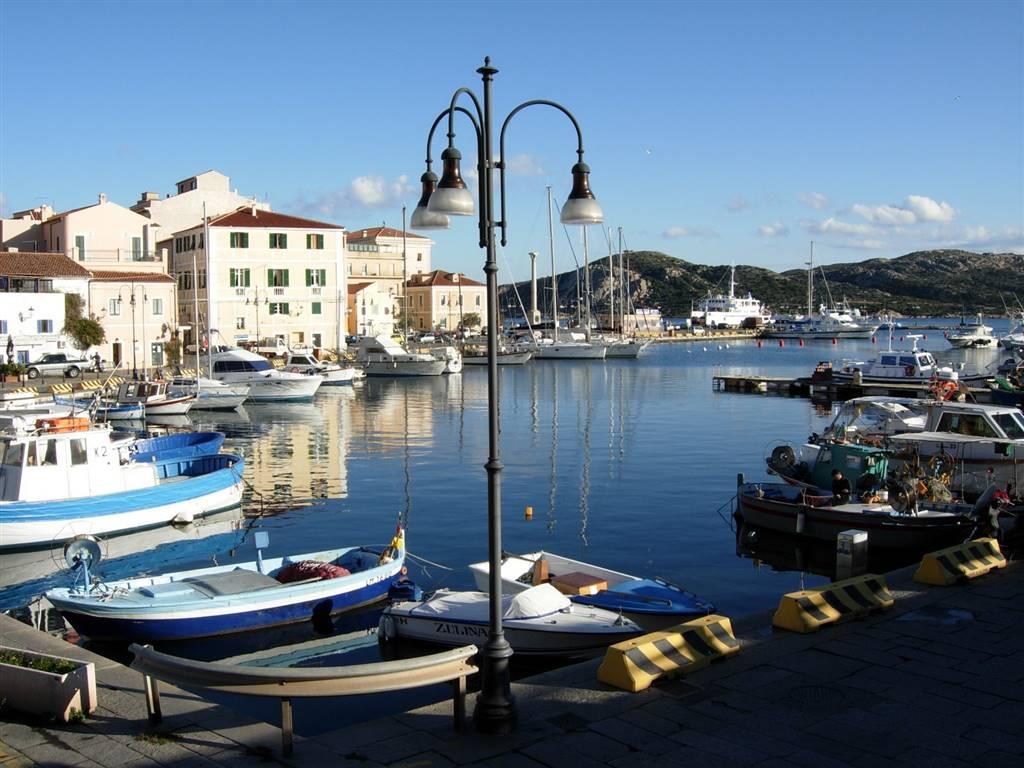 Attico / Mansarda in vendita a La Maddalena, 6 locali, Trattative riservate | Cambio Casa.it