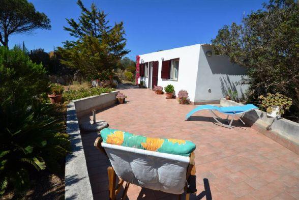 Villa in vendita a La Maddalena, 4 locali, prezzo € 250.000 | CambioCasa.it