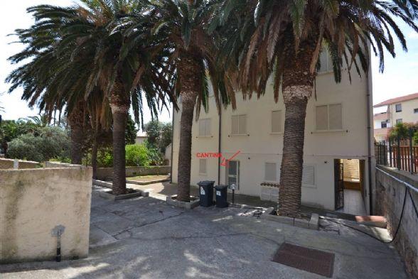 Appartamento in vendita a La Maddalena, 5 locali, prezzo € 150.000 | CambioCasa.it
