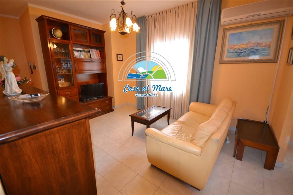 Appartamento in vendita a La Maddalena, 4 locali, prezzo € 135.000 | CambioCasa.it