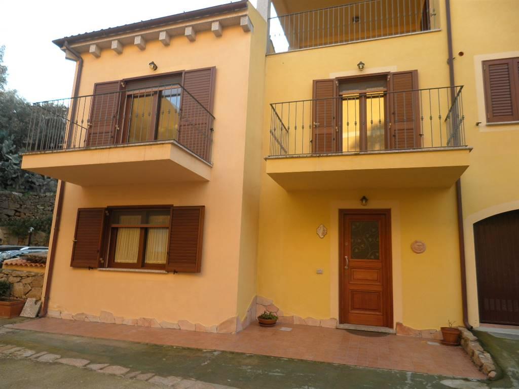 Soluzione Indipendente in vendita a La Maddalena, 4 locali, Trattative riservate | CambioCasa.it