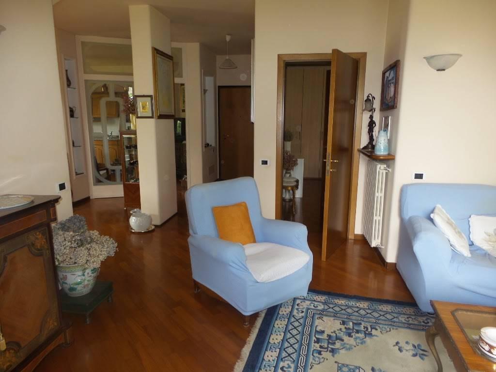 Appartamento in vendita a Appiano Gentile, 3 locali, zona Località: LA PINETINA, prezzo € 270.000 | CambioCasa.it
