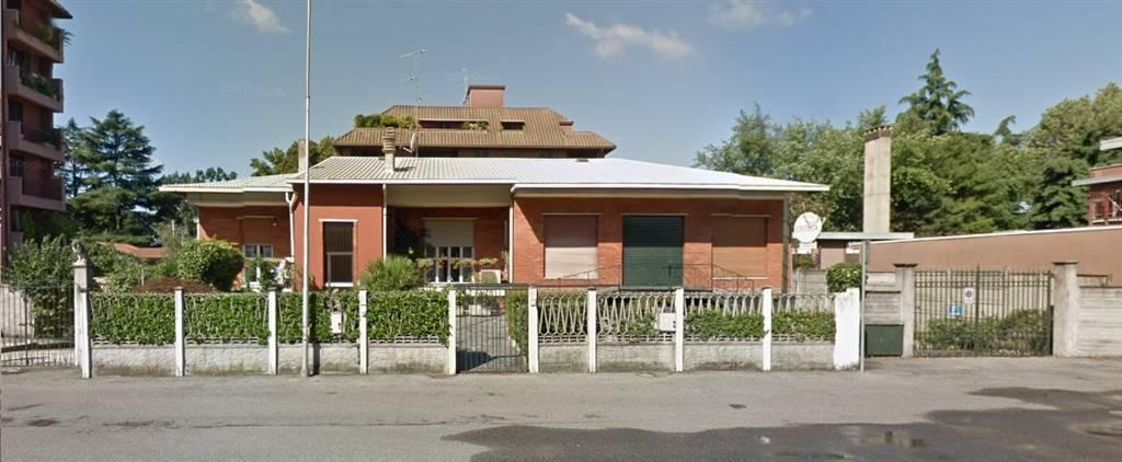 Villa in vendita a Monza, 6 locali, zona Zona: 6 . Triante, San Fruttuoso, Taccona, prezzo € 400.000 | CambioCasa.it