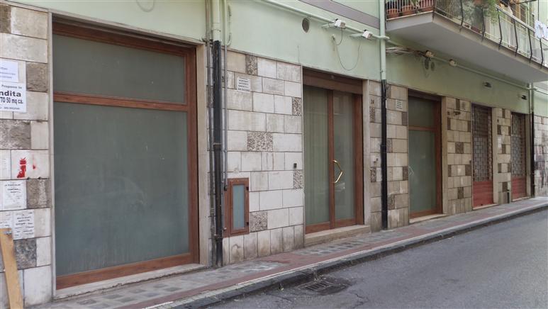 Negozio / Locale in vendita a Salerno, 3 locali, zona Zona: Centro, prezzo € 195.000   Cambiocasa.it
