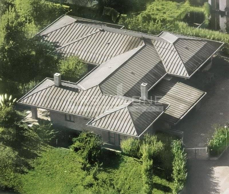 Villa in vendita a Rozzano, 10 locali, Trattative riservate | Cambio Casa.it