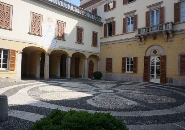 Appartamento in Via Frisi 22, Monza