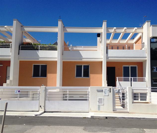 Villa in vendita a Adelfia, 4 locali, zona Zona: Canneto, prezzo € 280.000 | Cambio Casa.it