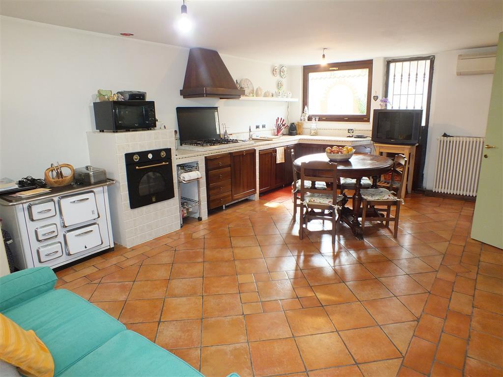 Villa in vendita a Melzo, 6 locali, prezzo € 450.000   Cambio Casa.it
