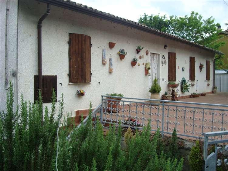 Soluzione Indipendente in vendita a Cesena, 6 locali, zona Zona: Borello, prezzo € 140.000   Cambio Casa.it